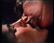 kiss_still01
